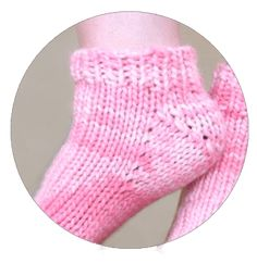 Learn to knit the Fleegle heel with online video tutorials and free patterns from KnitFreedom. Knitting Help, Knitting Stiches, Knitting Videos, Knitting Socks, Knitting Patterns, Crochet Patterns, Baby Booties Knitting Pattern, Baby Knitting, Crochet Faces