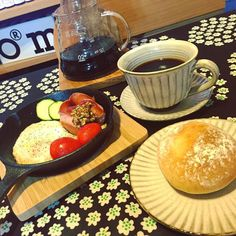 おはようございます 手足の冷えで起きたのは薄着だから(_) 昨日ニトリで今更ながら手に入れた スキレット色々使えるらしい #ニトリ #スキレット #ニトスキ #ニトスキデビュー  #ニトスキレシピ  #朝ごはん #朝ごパン #marimekko #HARIO #Coffee #コーヒー http://ift.tt/20b7VYo