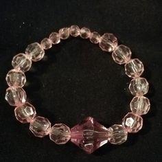 Esta esta hecha de beads de cristal transparente.