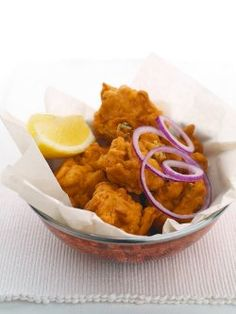 Best Indian Restaurants in Glasgow, Scotland, UK and Europe Vegetable Pakora, Paella Party, Grubs, Fritters, No Cook Meals, Starters, Indian Food Recipes, Food Inspiration, Heavenly