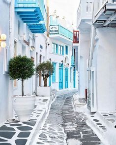 The streets of Mykonos & Santorini are so symbolic of Greece, yet so different! Places To Travel, Travel Destinations, Places To Go, Europe Photos, Travel Photos, Nature Architecture, Architecture Design, Zakynthos, Myconos