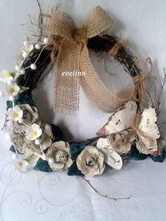 wianek z gałązek brzozy i kwiaty z materiału oraz recykling