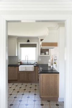 The Complete Kitchen Renovation Budget - Room for Tuesday Ikea Hacks, Organizing Hacks, Apartment Therapy, Layout Design, Old Kitchen, Kitchen Ideas, Kitchen Inspiration, Kitchen Planning, Ikea Kitchen