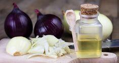 Syrop z cebuli ma niesamowite właściwości, które doceniały nasze mamy i babcie. Odszukałyśmy 3 przepisy na wspomagający odporność i walkę z kaszlem syropy z cebuli. Garlic, Health And Beauty, Vegetables, Food, Home Remedies, Essen, Vegetable Recipes, Meals, Yemek