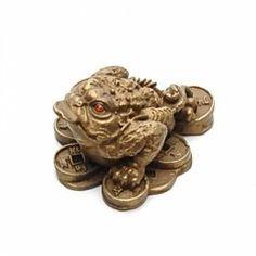 Broasca raioasa cu trei picioare realizata din bronz pe monede norocoase.
