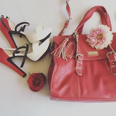 Coucou les filles :) alors aujourd'hui j'avais envie de vous montrer mes hauts talons offert par Bonprix lorsque j'avais participé au concours Miss Earth Schweiz et mon sac Maddison de chez Manor. Vous aimez ? 👄👩🏻💄 ____________________________________ #highheels #heels #bonprix #handbag #purse #Maddison #fashion #fashiongram #instafashion #fashiongirl #fashionable #look #lookbook  #swissgirl #girly #glam #glamour #mode #lifestyle #instablogger #instafashionblogger Bonprix, Lookbook, Hui, Everyday Fashion, Girly, Glamour, Lifestyle, Instagram Posts, Fashion Trends