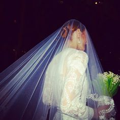 This came from Helen's page. I am thrilled by the veil, so gorgeous. Helen has fallen. Of all people to fall. Calm, sensible Helen.