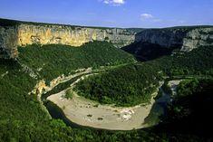 De Ardèche, een prachtig departement met indrukwekkende natuur, waarvan de beroemde Gorges de l'Ardèche het meest tot de verbeelding spreken. Een ideale