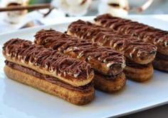 PISCOTURI CU CREMA DE MASCARPONE SI CIOCOLATA Chocolate Lovers, Chocolate Recipes, Pastry Cake, Sweet Cakes, Ice Cream Recipes, Something Sweet, Cake Recipes, Sweet Treats, Deserts