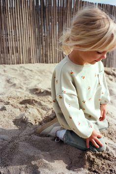 Stylish Baby Girls, Stylish Kids, Little Fashion, Kids Fashion, Blonde Kids, Blonde Baby Girl, Cute Kids, Cute Babies, Mickey Mouse Sweatshirt