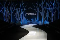 Wan dianfu show first show stunning debut _ Fashion information _ clothing _. Stage Set Design, Church Stage Design, Event Design, Concert Stage Design, Catwalk Design, Instalation Art, Exhibition Booth Design, Stage Show, Scenic Design