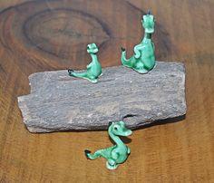 Three Bone China Miniature Dinosaurs / Geckos On Petrified Wood, Miniature Figurines, Petrified Wood Slab Vintage Cups, Vintage Wood, Christmas Gifts For Him, Christmas Stocking, Wood Owls, Miniature Figurines, Petrified Wood, Geckos, Wood Slab