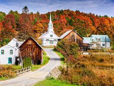 New England is famous for its incredibly vibrant, colorful autumn foliage, but if you're looking for the best of the…