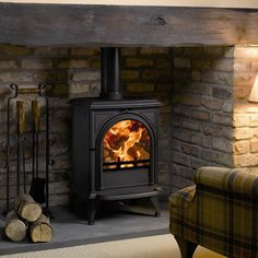 Stovax Huntingdon 28 Multi-fuel stove with Clear door. Buy the Huntingdon 28 cast iron stove with plain door - Authorised Stovax UK retailer - 01559 362847 Front Room, Brick Fireplace, Inglenook Fireplace, Fireplace, Wood Stove Hearth, Wood Burning Fireplace, New Homes