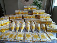 Lembrancinhas de casamento para padrinhos, madrinhas ,daminhas e pajens, lencinhos lágrima de alegria, cones para arroz produzidos por Mônica Guedes