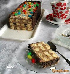 Recept za Tortu sa čajnim kolutićima. Za spremanje torte neophodno je pripremiti čajni kolutići, sok od pomorandže, slatku pavlaku, čokoladu, bombone.