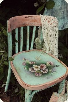 Hand Painted Chairs, Whimsical Painted Furniture, Hand Painted Furniture, Paint Furniture, Furniture Projects, Furniture Makeover, Painted Tables, Furniture Design, Decoupage Furniture
