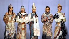 Models present traditional Kyrgyz costumes - Lifestyle News - SINA English Fashion Show, Fashion Outfits, Fashion Design, Lifestyle News, Soviet Union, Traditional Outfits, Wool Felt, Asian, Costumes