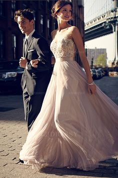 Love this wedding dress #BudgetWeddingDress