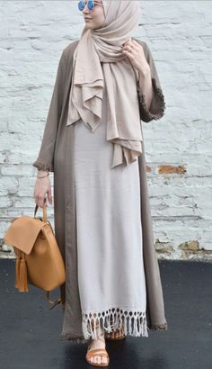 Dress hijab outer 60 ideas for 2019 Modest Wear, Modest Dresses, Modest Outfits, Islamic Fashion, Muslim Fashion, Modest Fashion, Casual Hijab Outfit, Hijab Chic, Hijab Fashion Casual