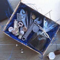 И опять новинка! Потрясающий набор для настоящих мужчин! Мужской набор: 🔸набор шоколадных инструментов ручной работы. Все инструменты, ключи и монетки, что вы видите в коробке, можно съесть!!! Настоящий бельгийский шоколад! 🔸отборный цейлонскийчерный чай. Потрясающий вкус!!! 🔸крафтовая коробочка, бумажный наполнитель и другие элементы декора. 🎁 Этот подарок понравится любому мужчине! Чай в прикускус гаечным ключом, что может быть лучше! 😉 Стоимость 1690 руб. Доставка по всей…