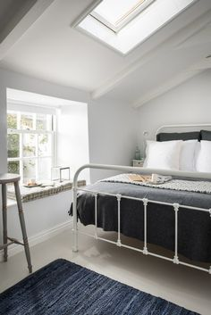 Luxury self-catering cottage in Mousehole with sea views and chic interiors