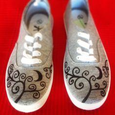 Diy Alpargatas Zapatillas, Alpargatas Customizadas, Zapatillas Con, Zapatillas Pintadas, Moda Tu, La Moda, Diseño Shoes, Para Carla, Con Luna