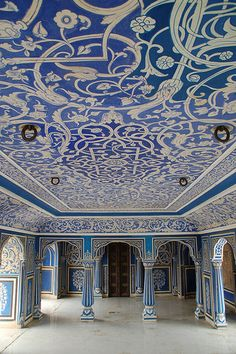 This is the Blue Room, City Palace in Jaipur, India. The design of this room is similar to other Indian architecture. Painting ideas for the reception Beautiful Architecture, Beautiful Buildings, Art And Architecture, Architecture Details, Beautiful Places, Mughal Architecture, Kerala, Places Around The World, Oh The Places You'll Go