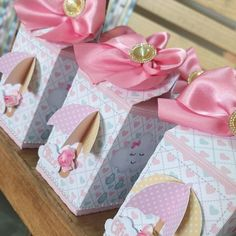 Different colors, but great for a bridal or baby shower! Valentine Decorations, Baby Shower Decorations, Raindrop Baby Shower, Gift Wraping, Butterfly Gifts, Wedding Gift Boxes, Diy Gift Box, Pretty Box, Party In A Box