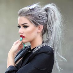 15 Most Hottest Grey Hair Color Trends for Coolest Women – Cool Global Hair Styles 2019 Different Hairstyles, Trendy Hairstyles, Wig Hairstyles, Hairstyles 2018, Medium Hairstyles, Celebrity Hairstyles, Haircuts, Grey Hair Wig, Silver Grey Hair