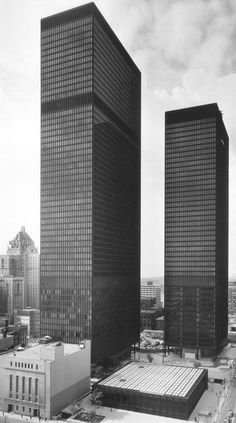 TD Centre, launched in 1967 on Canada's birthday, with the Toronto Dominion Bank Tower. Designed by Ludwig Mies van der Rohe with B+H as Architect of Record in Joint Venture with John B. Parkin and Associates. Walter Gropius, Ludwig Mies Van Der Rohe, Classic Architecture, Interior Architecture, Drawing Architecture, Bauhaus, Villa Tugendhat, Unique Buildings, Facade