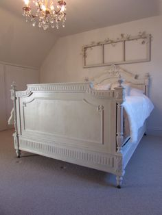 French painted antique bed by Stenvall interiors Cottage Furniture, Farmhouse Furniture, French Furniture, Furniture Inspiration, Bedroom Inspiration, Bedroom Ideas, Bedroom Decor, Chalk Paint Bed, Chalk Paint Furniture