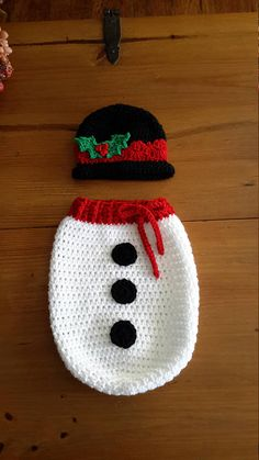 Snowman newborn photo prop Christmas baby newborn holiday Crochet Baby Cocoon, Knit Crochet, Crochet Hats, Christmas Photo Props, Christmas Baby, Crochet Dog Clothes, Funny Baby Clothes, Christmas Crochet Patterns, Dog Sweaters