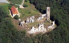 Zviretice-letecky-pohled - List of castles in the Central Bohemian Region - Wikipedia Milady De Winter, Luke Pasqualino, The Borgias, Prague Castle, Musketeers, 14th Century, Czech Republic, The Locals, Mount Rushmore