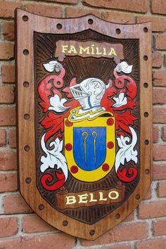 Brasões de Família entalhados em Madeira iniciados com a letra B - Página 2 - Pica-pau Entalhes - Brasões de Família e Placas de madeira entalhada Family Shield, Family Crest, Genealogy, Medieval, Carving, Carved Wood Signs, Flags, Wooden Crafts, Scores