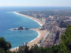 Costa Brava czyli Dzikie Wybrzeże to jedno z najpopularniejszych miejsc wypoczynkowych w całej Hiszpanii. Zobacz jego urokliwe kurorty z plażami i zabytkami