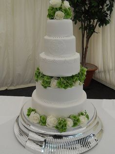 White w Green Wedding Cake
