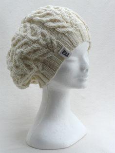 Pletený baret či trendová čepice Pletená čepice ze 100% vlny merino zahrančního výrobce. Čepice je na obvod hlavy 57-62 cm. Na přání upletu v jakékoliv velikosti i barevném provedení. Potřebuji pouze Váš obvod hlavy. Doporučuji prát v ruce.