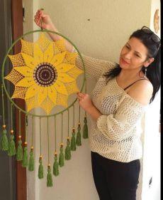 Crochet Wall Art, Crochet Wall Hangings, Crochet Home, Crochet Crafts, Crochet Dreamcatcher Pattern, Crochet Mandala Pattern, Macrame Patterns, Crochet Patterns, Dream Catcher Patterns