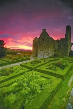 Deemed one of the most picturesque areas in Northern Ireland, explore the historic ruins of Tully Castle, Fermanagh. Beautiful Castles, Beautiful World, Beautiful Places, Londonderry, The Places Youll Go, Places To See, Magic Places, Espanto, Emerald Isle