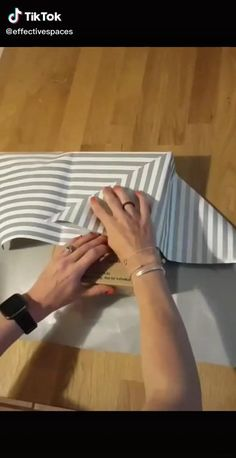 Diy Crafts Hacks, Diy Crafts For Gifts, Diy Home Crafts, Diy Gifts Videos, Creative Gift Wrapping, Creative Gifts, Present Wrapping, Gift Wrapping Techniques, Diy Gift Box