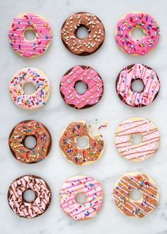 Donuts are fried sweets made with flour, white sugar, butter and eggs. Donuts are one of the favorite foods of American nationals. Donuts are more welcomin Cookies Cupcake, Fancy Cookies, Iced Cookies, Royal Icing Cookies, Cupcake Cakes, Donut Cupcakes, Baking Cookies, Drop Cookies, Cute Cookies