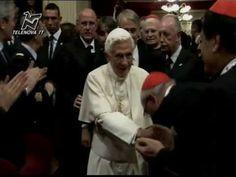 Il Papa a Milano. Bendetto XVI accolto tra gli applausi al Teatro alla S...