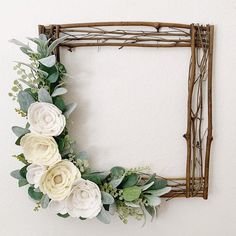 Your place to buy and sell all things handmade – DIY Event Felt Flower Wreaths, Felt Flowers, Paper Flowers, Diy Para A Casa, Square Wreath, Deco Champetre, Deco Floral, Floral Design, Rustic Gardens
