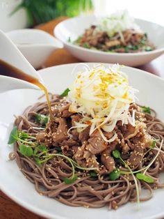 冷たい肉蕎麦 Wine Recipes, Cooking Recipes, Soba Noodles, Desert Recipes, Junk Food, Japanese Food, No Cook Meals, Food And Drink, Pasta