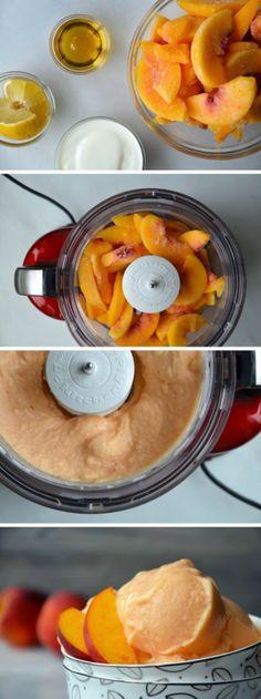 Maak heerlijke frozen yoghurt van perziken met behulp van de KitchenAid Chopper. Gooi de ingrediënten in de mengkom en zet de hakker aan.