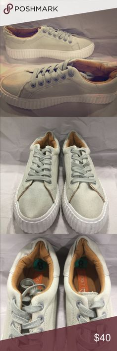 New Rocket Dog sneakers size 8 New Rocket Dog sneakers size 8 color grey and white BUNDLE AND SAVE LOOK THROUGH MY CLOSET TO BUNDLE AND SAVE EVEN MORE!!!!! Rocket Dog Shoes Sneakers