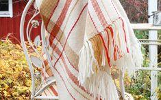 Kahden kutojan kolmiohuivi | Mallikerta Dream Catcher, Blanket, Decor, Weaving, Decorating, Dreamcatchers, Rug, Inredning, Blankets