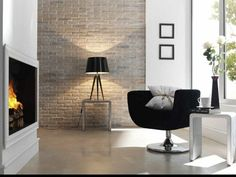 parement en briques pour le salon avec une chaise tout confort