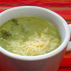 Crema de brócoli (o de coliflor) - muy fácil de elaborar y más rica que la sopa enlatada.  // Homemade cream of broccoli soup, very easy to make and lots more tasty than the canned stuff.